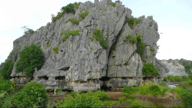 Nui Da Dung Ha Tien